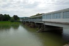 Colonnade bridge