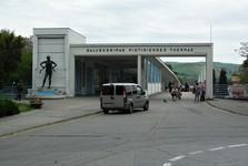 Colonnade bridge and the clutch-breaker statue