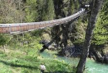most, který vede ke vstupu do soutěsky