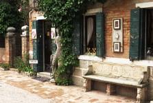 дом напротив базилики
