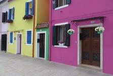 farebné domy na Burane