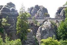 pohled na Basteibrücke ze skalního hradu Neurathen