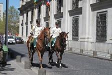 policie u prezidentského paláce