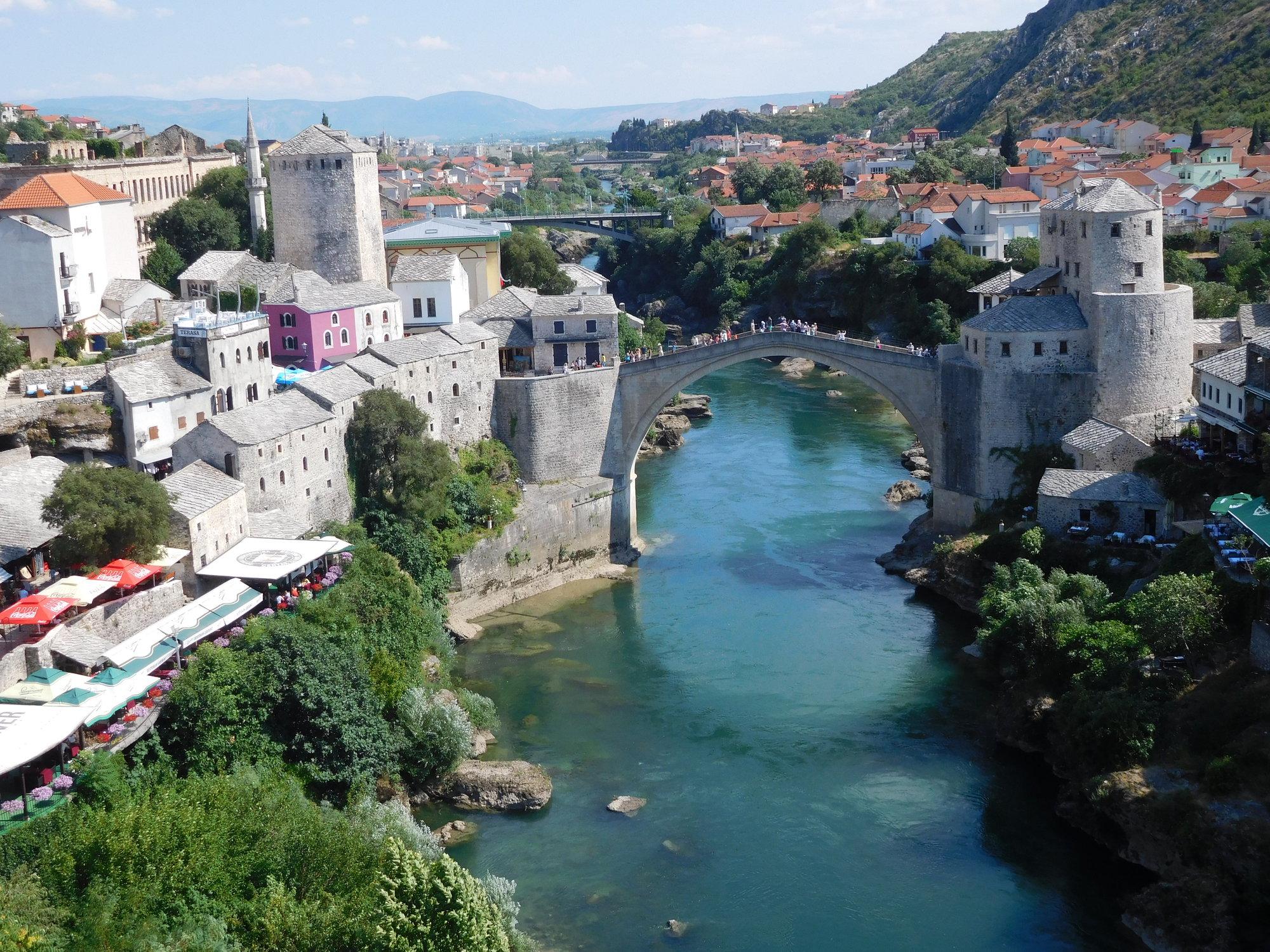вид из Мечети Коски Мехмед-паши, Старый мост и реку Неретву