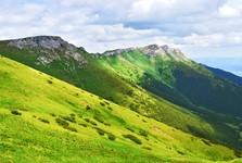 výhľad z Vyšného Kopského sedla na Belianske Tatry