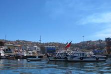 výheld na město z projíždky na lodi