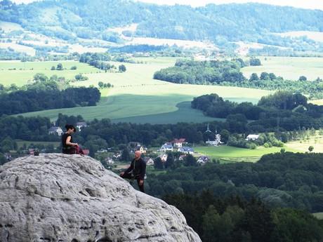 horolezci na skalní věži v Hruboskalsku