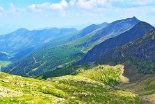 pohled z turistické stezky do údolí Sattental