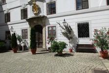 courtyard, chateau