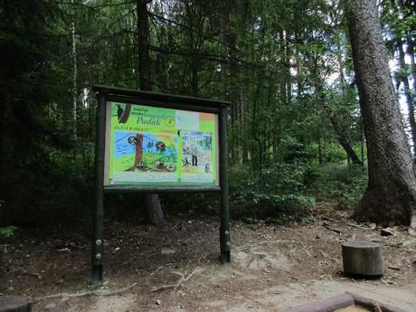 naučná stezka vedoucí lesoparkem Padák