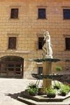 статуя Нептуна на дворе