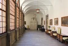 застекленные аркады изнутри замка