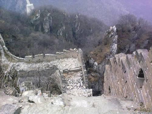 Čína: zeď dlouhá desettisíc mil (www.infoglobe.cz)