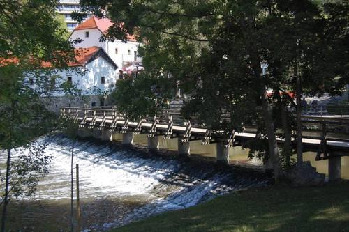 Slovinsko: město Postojna – unikátní jeskyně Postojnská jáma (www.infoglobe